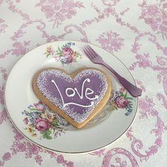 . Lavender Cottage, Purple Home, White Wicker, Lilac Color, Purple Rain, Happy Weekend, Desert Recipes, Cottage Style, Flower Decorations