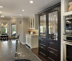 Traditional U-shaped kitchen, cabinets, 2Design Group, Chicago