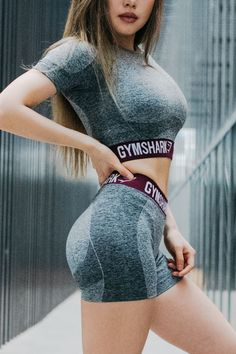 Cropped cutie. Gymshark Athlete Chloe Ting rocks the Flex Crop Top and Shorts.