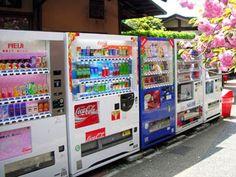 As máquinas automáticas (Jidouhanbaiki) vendem todo tipo de coisa que você imaginar, de bebidas a coisas inusitadas como preservativos, revistas eróticas e calcinhas usadas.
