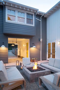This modern farmhouse backyard and fire pit speaks San Francisco style to a tee, designed by Jennifer Tidwell from Postcard Properties and Heidi Richardson of Richardson Architects. Farmhouse Landscaping, Modern Farmhouse Exterior, Farmhouse Style, Rustic Farmhouse, Indoor Outdoor, Outdoor Fire, Outdoor Living, Indoor Pools, Outdoor Seating