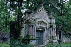 Another view of Lakeview, a gorgeous, historic, slightly spooky resting place