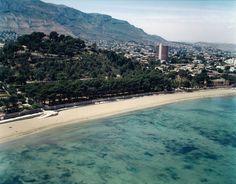 Playa Marineta Casiana en Denia, Alicante. Más info: http://lamejorplaya.es/guia/playa-la-marineta-casiana/