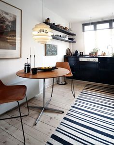 rug, table+chairs