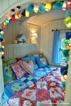 20 Caravan and Camper Van Interior Design - Camper Life Retro Caravan, Camper Caravan, Retro Campers, Gypsy Caravan, Camper Life, Vintage Campers, Caravan Ideas, Camper Van, Vintage Rv