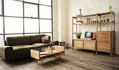こんなレトロなテレビなら、ノスタルジックな雰囲気のあるユニット家具でコーディネートすれば、木のぬくもりが伝わってきますね。