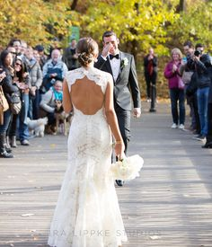 These first look photos are everything. So heartwarming! | Ira Lippke Studios