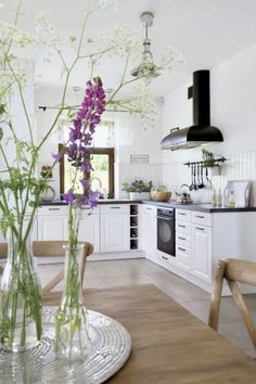 Scandinavian Cottage Decor With Rustic Touches - DigsDigs Interior Modern, Kitchen Interior, Kitchen Decor, Interior Design, Scandinavian Cottage, Scandinavian Style, Houses In Poland, Home Suites, Cottage Design