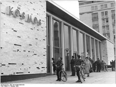 Berlin Karl-Marx-Allee, Kino 'Kosmos' October 1962