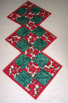 Christmas Table Runner Quiltsy Handmade by QuiltingFrenzy on Etsy