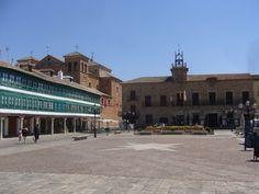 Castilla la Mancha (Ciudad Real): Plaza mayor de Almagro. --- Castille la Manche (Ciudad Real): Grand place d´Almagro. http://es.wikipedia.org/wiki/Plaza_Mayor_de_Almagro