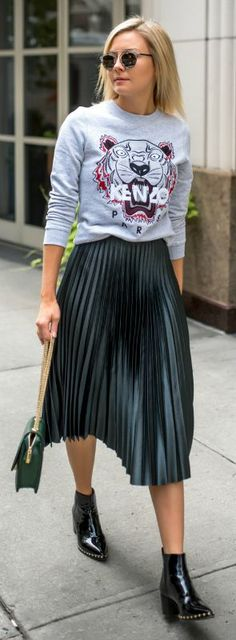 Laurie Young pleated skirt graphic printed sweater urban street style feminine and androgynous vibes overall winning look patent Chelsea boots Laurie's style! Sweater: Kenzo, Skirt: Zara, Boots: Friend In Fashion, Bag: Florian London. Mode Outfits, Skirt Outfits, Casual Outfits, Fashion Outfits, Womens Fashion, Fashion Trends, Club Outfits, Ladies Fashion, Skirt Fashion