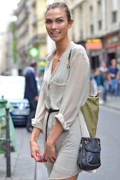 The latest in street fashion, street style, accessories and more. Karlie Kloss Street Style, Paris Street Fashion, Style Casual, Classic Style, Street Style Summer, Models Off Duty, Street Chic, Street Wear, Her Style
