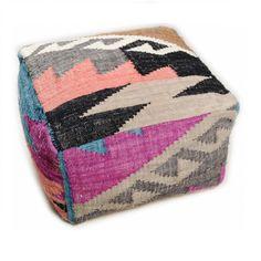 Pouf Vintage Funky Kelim Moderner Pouf aus Wolle und Baumwolle mit einem modernen Touch. Er zeichnet sich durch ein flaches, äußerst strapazierfähiges Gewebe aus und ist in der Regel beidseitig verwendbar.