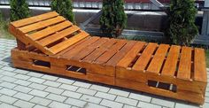 Pallet into sun lounger Pallet Garden Furniture, Pool Furniture, Outdoor Furniture, Outdoor Decor, Patio Design, House Design, Pallet Pool, Metal Homes, Diy Wood Projects