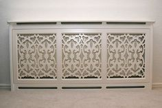 Patterned radiator cover adds an extra dimension to unsightly radiors Home Radiators, Radiator Cover, Radiator Screen, My New Room, Home Projects, Diy Furniture, Furniture Design, Home Improvement, Sweet Home
