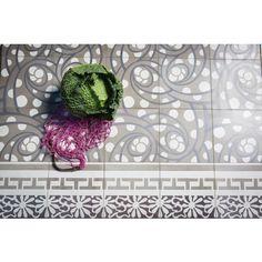 Zementmosaikplatte. Geometrisches Muster. Strudel: 51132-5461 #zementplatte #mosaik #mosaic #strudel #swirl #boden #floor #grey #tile viaplatten.de
