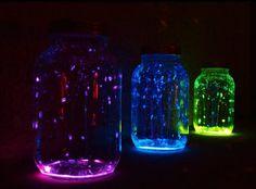 Met wat glow in the dark verf en potjes heb je hele leuke licht effecten