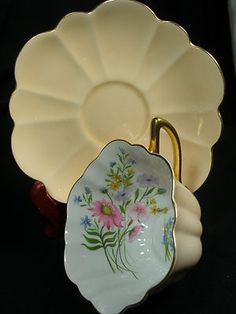 SHELLEY TEA CUP AND SAUCER STRATFORD WILD FLOWER PEACH