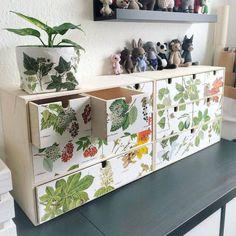 IKEA HACK : 15 idées malignes pour customiser la commode MOPPE Ikea Samla, Armoires Diy, Decoupage Table, Ikea Furniture Hacks, Ikea Hacks, Diy Cabinets, Craft Storage, Design Crafts, Repurposed