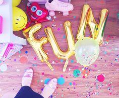 Letter Balloon Ideas – Fun  Mylar Balloon | Statement Balloons | Letter Balloons | Balloon Sayings | Balloon Quotes | Party Décor Ideas | Party Backdrop | Photo Prop Ideas | Foil Balloon | Banners | Garlands | DIY  Via preptista