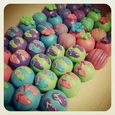 Summer cake balls. Flip flops and flowers