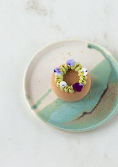 Biscotti e piccola pasticceria Archivi - In Love With Cake Fancy Desserts, Gourmet Desserts, Plated Desserts, Delicious Desserts, Dessert Recipes, Mini Mousse, Mousse Cake, Un Cake, Food Crush