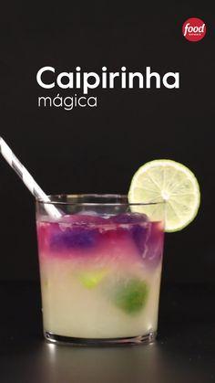 Conheça a receita de Caipirinha Mágica do Food Network Summer Drinks, Cocktail Drinks, Alcoholic Drinks, Refreshing Drinks, Fruity Cocktails, Bourbon Drinks, Fancy Drinks, Drink Bar, Food And Drink