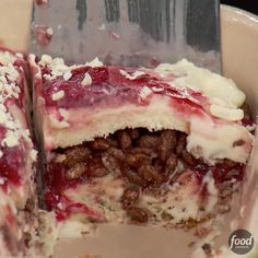 How to Make Ice Cream Lasagna - Food Network - How to Make Ice Cream Lasagna Ice Cream Lasagna is a thing you NEED in your life! Köstliche Desserts, Frozen Desserts, Frozen Treats, Delicious Desserts, Dessert Recipes, Ice Cream Deserts, Ice Cream Recipes, Ice Cream Treats, Cheesecake Ice Cream