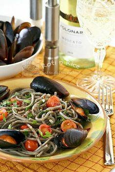 Squid Ink Spaghetti with Mussels using dried squid ink spaghetti combined with mussels, grape tomatoes, and Italian parsley for an outstanding pasta dish. Squid Ink Spaghetti, Squid Ink Pasta, Clam Pasta, Pasta Dishes, Clean Eating, Healthy Eating, Food Photography Tips, Pasta Noodles