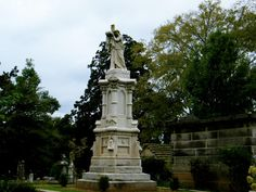 Great American Country offers a look at Atlanta's historic Oakland Cemetery, known for its Victorian gardens and historic tombs and mausoleums of some of Georgia's most notable residents.