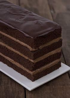 Layered chocolate cake with chocolate icing Sweet Desserts, Just Desserts, Sweet Recipes, Delicious Desserts, Cake Recipes, Dessert Recipes, Pizza Recipes, Food Cakes, Cupcake Cakes