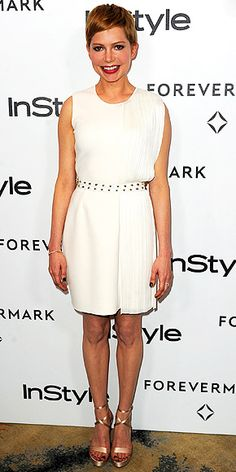 Michelle Wiliams wore this lovely pleated, ivory Versace dress to the InStyle Magazine Golden Globes party in Beverly Hills. Michelle Williams Style, Pixie Outfit, Cut Clothes, Versace Dress, White Cocktail Dress, Jennifer Hudson, Red Carpet Looks, Night Looks, Red Carpet Fashion