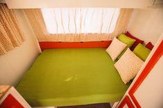 Caravanas Vintage en alquiler en el camping situado en primera línea de mar, en la Costa Dorada. Floor Chair, Flooring, Furniture, Home Decor, Beach Feet, Camper Van, Decoration Home, Room Decor, Wood Flooring