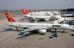 Not very long ago, this was the usual stuff at the E-pier at Schiphol Airport. Boeing Aircraft, Passenger Aircraft, Boeing 777, Best Airlines, Cargo Airlines, Republic Airlines, Northwest Airlines, Vintage Airline, Jet Engine