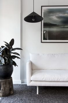 The Louis sofa was designed for Project 82 back in 2015 by cm studio. Shown here in white linen with white leg. Sofa Design, Furniture Design, Interior Design, Tan Leather Sofas, Linen Sofa, Modular Sofa, Fabric Sofa, Leather Design, Soft Furnishings