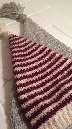 Str: 0-3 mdr (3-6 mdr) 6-12 mdr (1-5 år) 5-10 + år (voksen) Hovedomkreds i cm: 36-40 (40-44) 44-48 (48-52) 52-56 (56-60) Garn: mini alpakka fra sandnes garn (5 Knit Crochet, Crochet Hats, Crochet Ideas, Christmas Home, Crochet Christmas, Holiday Crafts, Deco, Knitting, How To Make