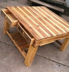 pallet ideas (4)Pallet Work Bench/Table...looks like one FULL pallet for bench/table top w/slats pulled from an additional pallet to fill in spaces, a deconstructed pallet or two for the timber legs, slats for lower shelf and slats to construct drawers...