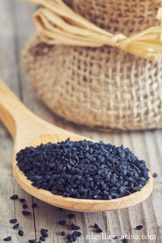 10 reasons why you should be taking black seed oil daily. Nigella Sativa Oil, 1000 Life Hacks, Black Seed, Natural Oils, Natural Remedies, Benefit, Health And Beauty, Seeds, Death