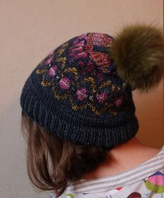 Oonski! hat is a stranded hat, thick and warm for winter. It will be great as a skiing hat. Oonski is a fun projet, a quick knit that could make nice Xmas presents.