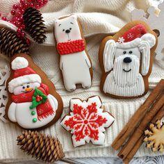 449 отметок «Нравится», 25 комментариев — Кемерово Пряники Печенье (@antoninasweetart) в Instagram: «Все-таки Новый год у меня ассоциируется с красно/зелено/белой цветовой гаммой в первую очередь,…» Christmas Clay, Christmas Sugar Cookies, Christmas Cupcakes, Holiday Cookies, Christmas Baking, Filled Cookies, Fancy Cookies, Cute Cookies, Cupcake Cookies