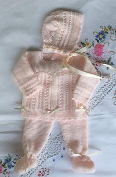 Blog Abuela Encarna Baby Knitting Patterns, Bobbin Lace Patterns, Knitting For Kids, Crochet For Kids, Hand Knitting, Bebe Baby, Baby Sweaters, Baby Dress, Baby Kids