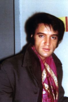 This picture of ELVIS PRESLEY was taken at the International Hotel in Las Vegas, NV on August 23, 1969. See more at: http://elvicities.com/~eip/august-1969/in-private/