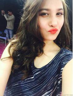 MadhojatT Swag Girl Style, Girl Swag, Hidden Face Dpz, Hina Altaf, Dress Design Sketches, Blogger Girl, Pakistani Girl, Cute Disney Wallpaper, Photos Tumblr