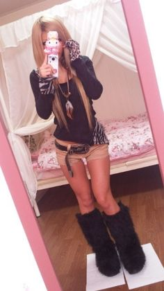 Gyaru Fashion, Harajuku Fashion, Japan Fashion, Fashion Outfits, Kawaii Fashion, 2000s Fashion Trends, Harajuku Girls, Japanese Street Fashion, Poses