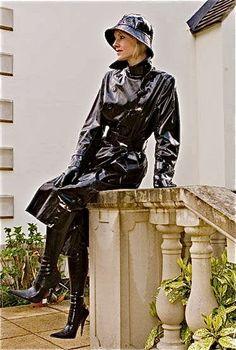 Raincoats For Women Yellow Product Black Raincoat, Pvc Raincoat, Imper Pvc, Latex Boots, Black Mac, Long Leather Coat, Rubber Raincoats, Yellow Coat, Rain Gear
