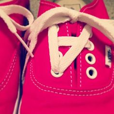 Twenty One Pilots shoe laces shfhekkskahsb I'm going to do this to my shoes. xD