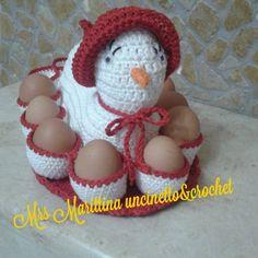 GALLINELLA PASQUALE   Un regalo ideale per la Pasqua? Una bella gallinella porta uova, che farà bello sfoggio di se non solo a Pasqua, ma pe...