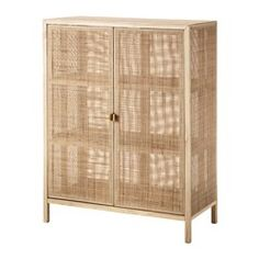 Made from rattan and ash, natural materials that age with grace. Steady also on uneven floors, thanks to the adjustable feet. The closed doors are kept in place with hidden magnets.