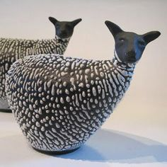 Brilliant DIY Ceramic Art Ideas for Decorate the Room to be more Alive - Pottery Animals, Ceramic Animals, Clay Animals, Raku Pottery, Pottery Sculpture, Pottery Art, Beaux Arts Lyon, Culture Art, Sheep Art